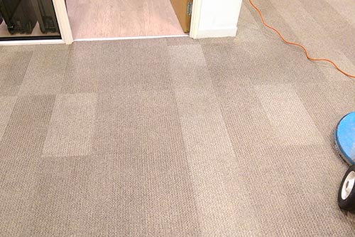 Machine cleaning carpet tiles